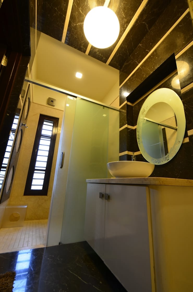 Master bedroom - washroom:   by Synectics partners