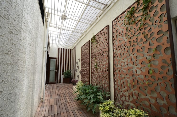 Master bedroom Landscape court:   by Synectics partners