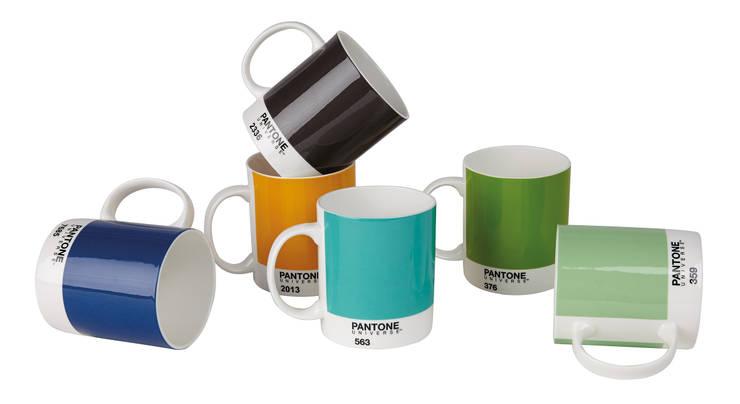 Mug  Pantone : Maison de style  par designed in colour