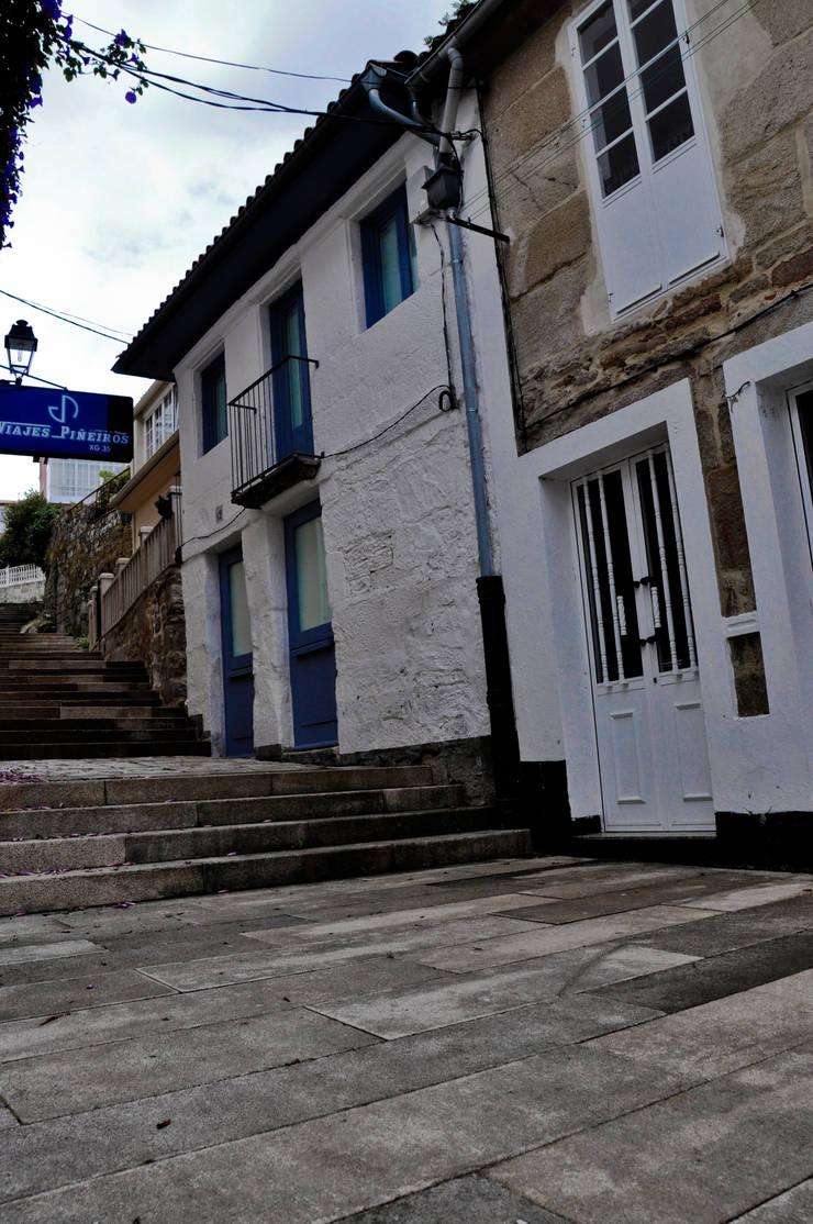 Vivienda unifamiliar en Muros:  de estilo  de Arrokabe arquitectos