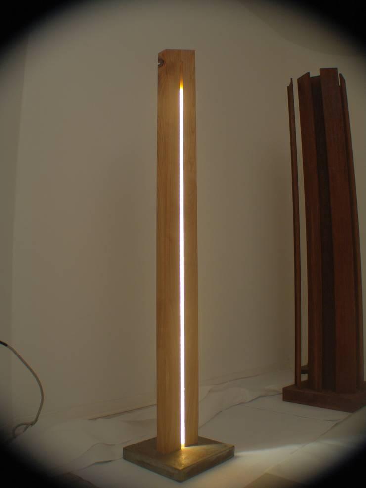 Cherry-lamp: Soggiorno in stile  di Design art