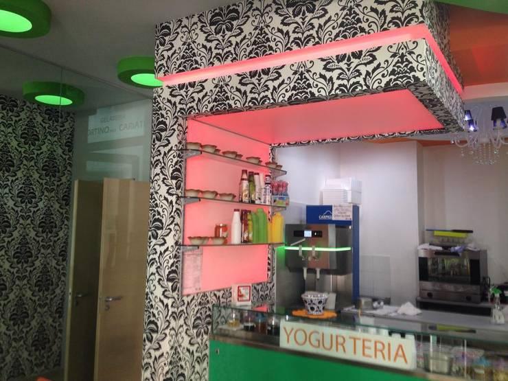Gelateria Kevely: Negozi & Locali commerciali in stile  di Studio Formaro&Formaro di Cataldo Formaro