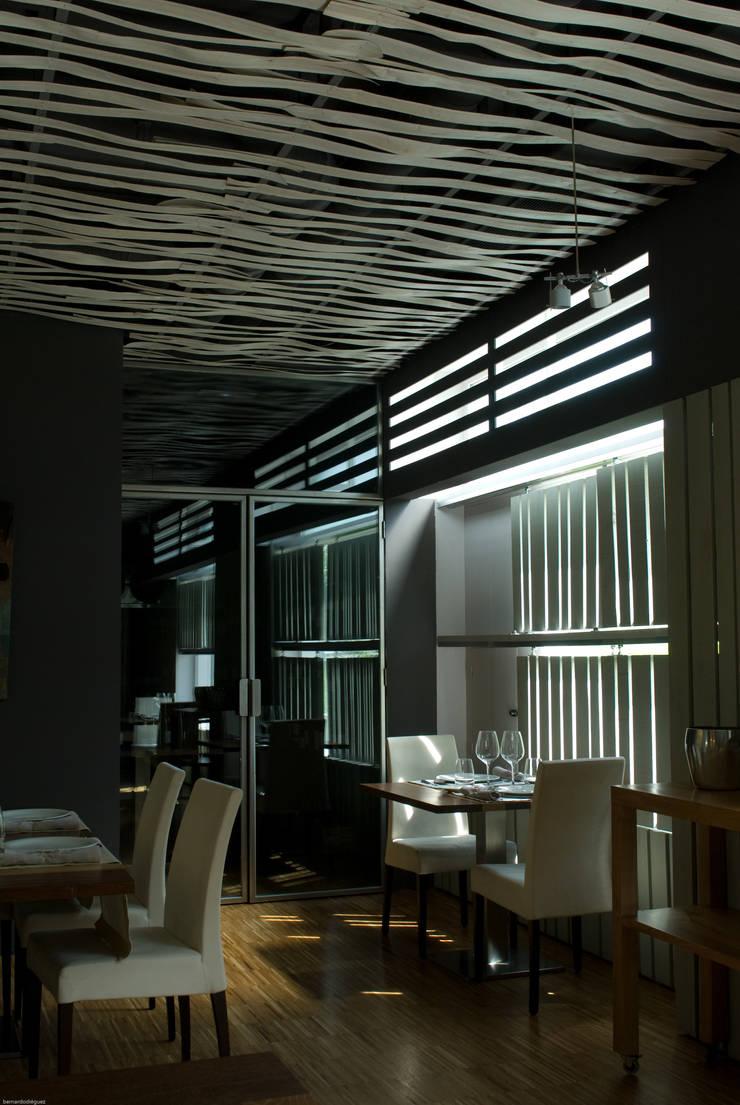 Restaurante en Santiago de Compostela:  de estilo  de Arrokabe arquitectos