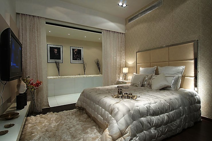 MASTER BED ROOM:  Bedroom by shahen mistry architects