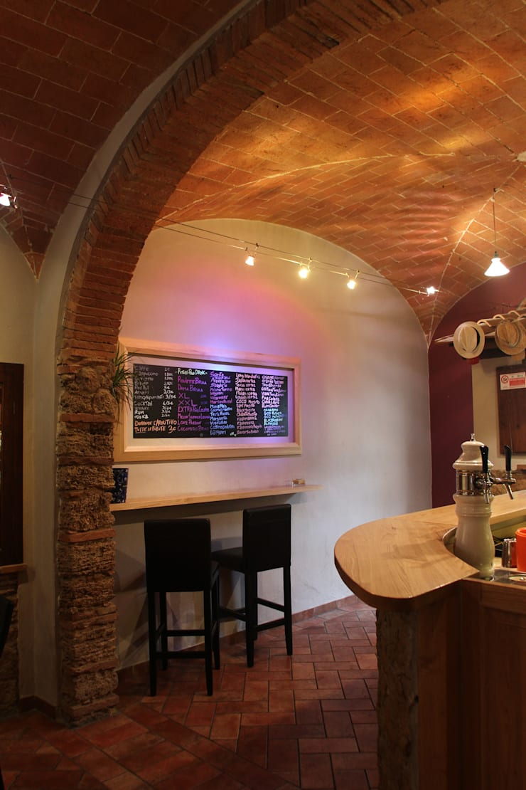 Pao Pub_Drink, Art and Music:  in stile  di benincasa casapieri architetti, Eclettico