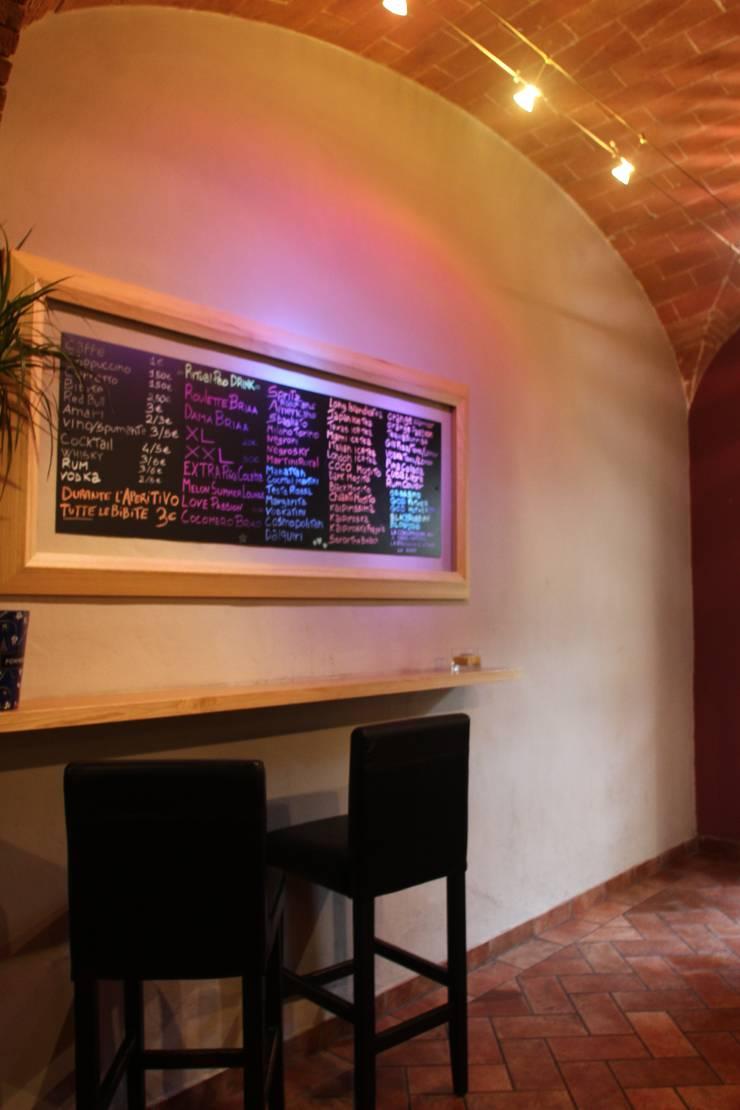 drink list:  in stile  di benincasa casapieri architetti, Eclettico