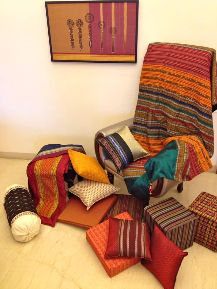 Intriguing Ikats :  Bedroom by TUNI Interiors Pvt. Ltd.