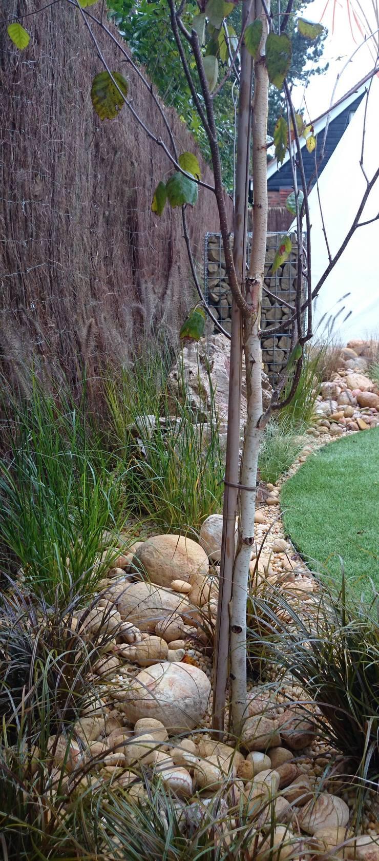 Tipi garden:  Garden by Paul Newman Landscapes