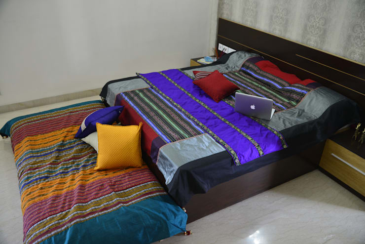 Camera da letto in stile in stile Asiatico di TUNI Interiors Pvt. Ltd.