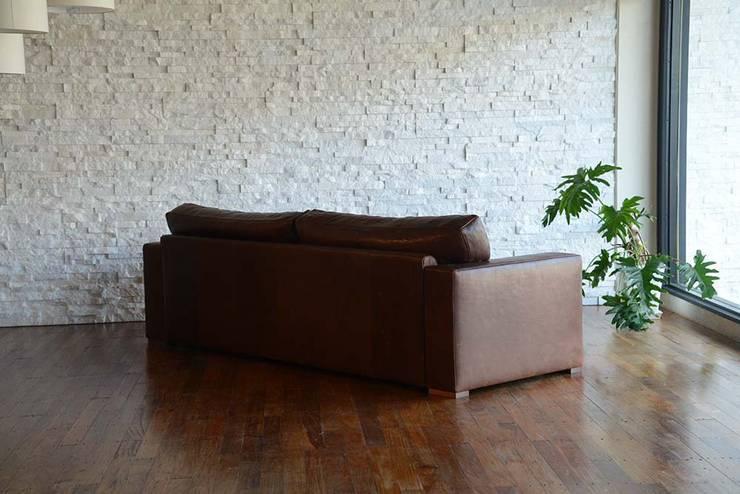 TSUMUGI -つむぎ-: 株式会社心石工芸が手掛けたリビングルームです。