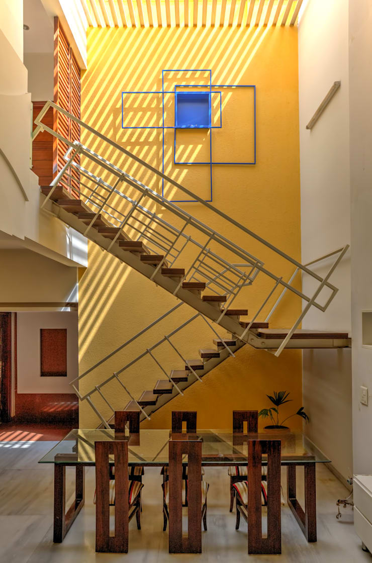Staircase + Dining:  Houses by Studio An-V-Thot Architects Pvt. Ltd.