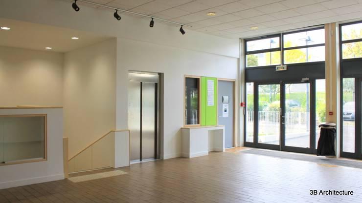Hall: Stades de style  par 3B Architecture