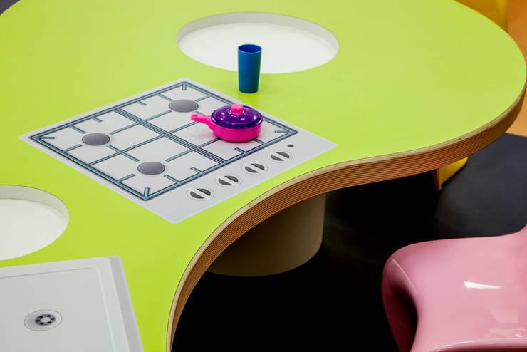 Playroom at school: Quarto infantil  por Orlane Santos Arquitetura