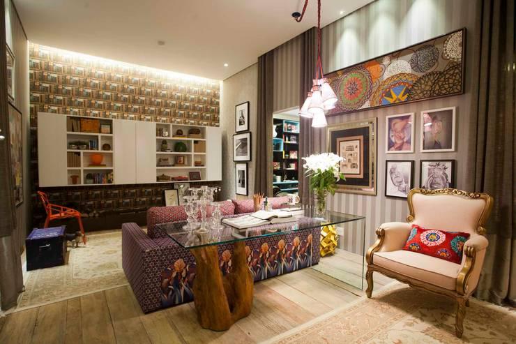Sala Íntima  Mostra de Decoração: Sala de estar  por Orlane Santos Arquitetura