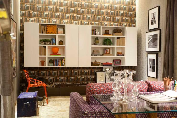 Sala Íntima  Mostra de Decoração: Salas de estar  por Orlane Santos Arquitetura