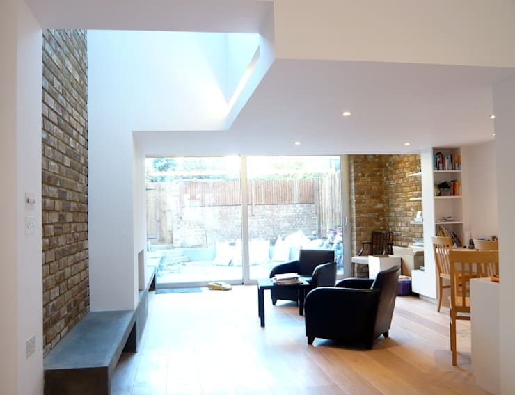 Calabria Road:  Living room by JAMIE FALLA ARCHITECTURE