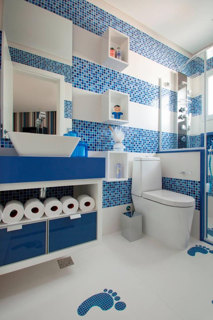 Banheiro do Menino: Banheiros modernos por Orlane Santos Arquitetura