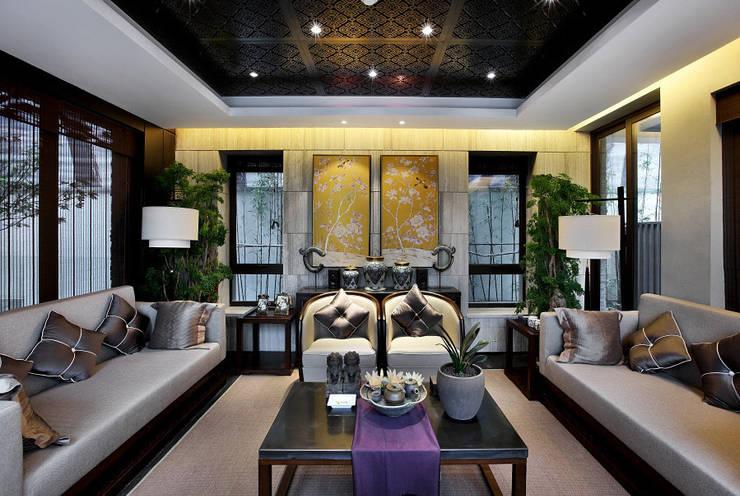 Living Room:   by nigiluday