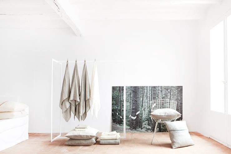 Textiles naturales: Dormitorios de estilo  de KOKO KLIM