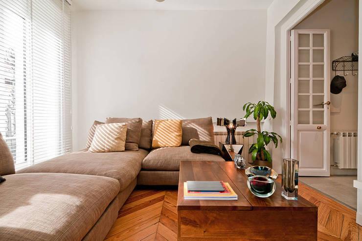 MADRID APARTMENT:  de estilo  de Cuarto Interior