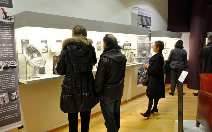 Création espace design industriel au Musée des Années Trente à Boulogne-Billancourt – 92:  de style  par CONCEPT FRENOY DESIGN