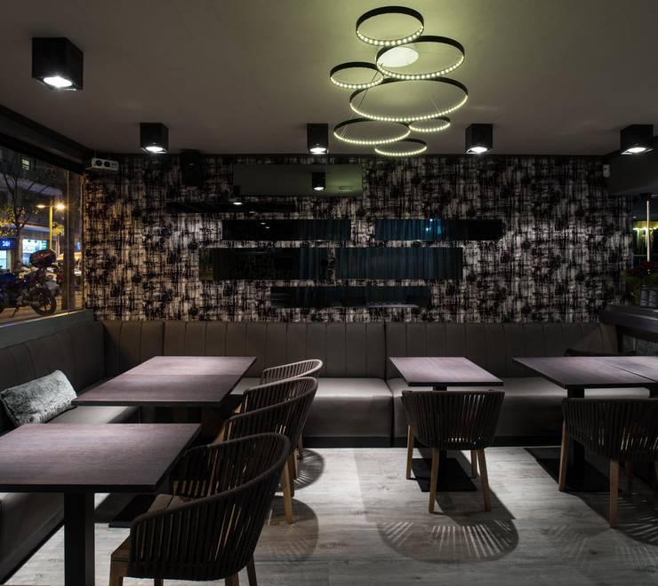 Interiorismo restaurante Jaleo.: Bares y Clubs de estilo  de Isa de Luca