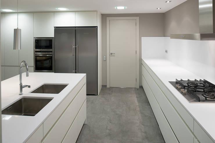 Interiorismo piso Barcelona: Cocinas de estilo  de Isa de Luca