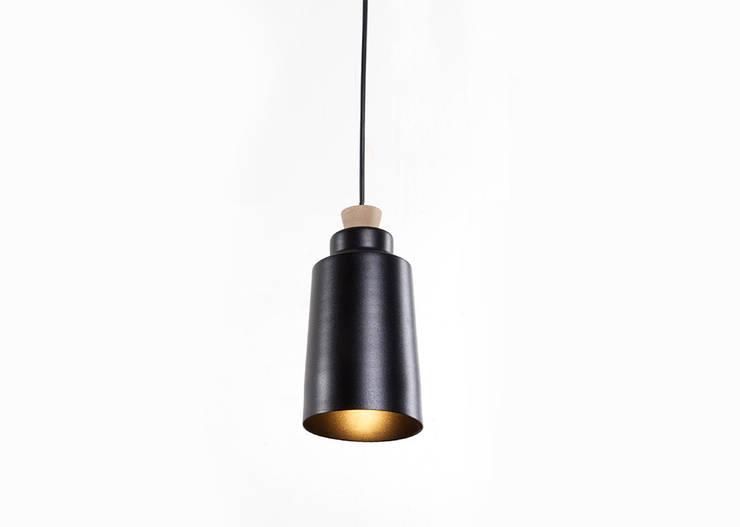 Mar Lamp: Comedor de estilo  por Natural Urbano