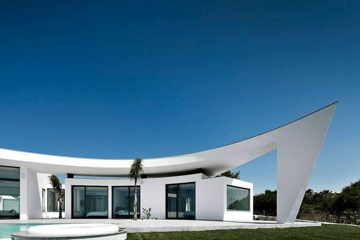 Project in Praia da Luz: Casas  por Reflexões Contemporary Design