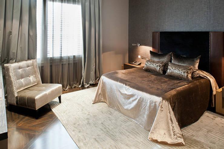 Interiorismo ático duplex: Dormitorios de estilo moderno de Isa de Luca