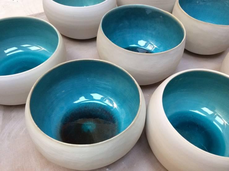 Bol bleu lagon: Maison de style  par ANOUKA CÉRAMIQUE