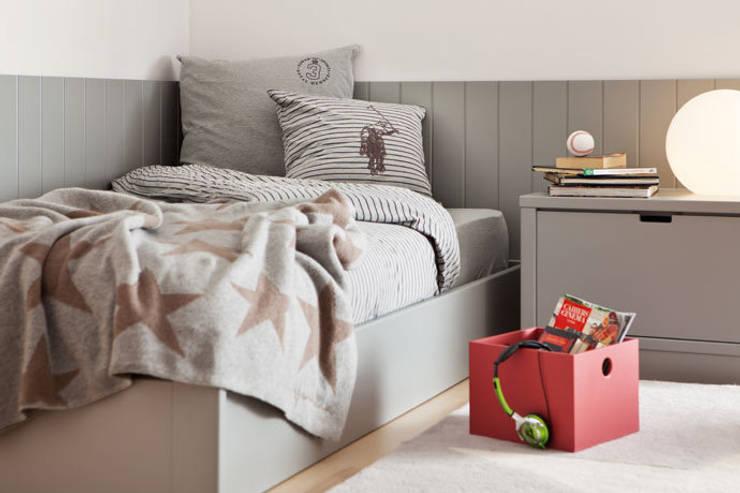 Habitación juvenil individual para adolescente: Dormitorios infantiles de estilo moderno de Sofás Camas Cruces