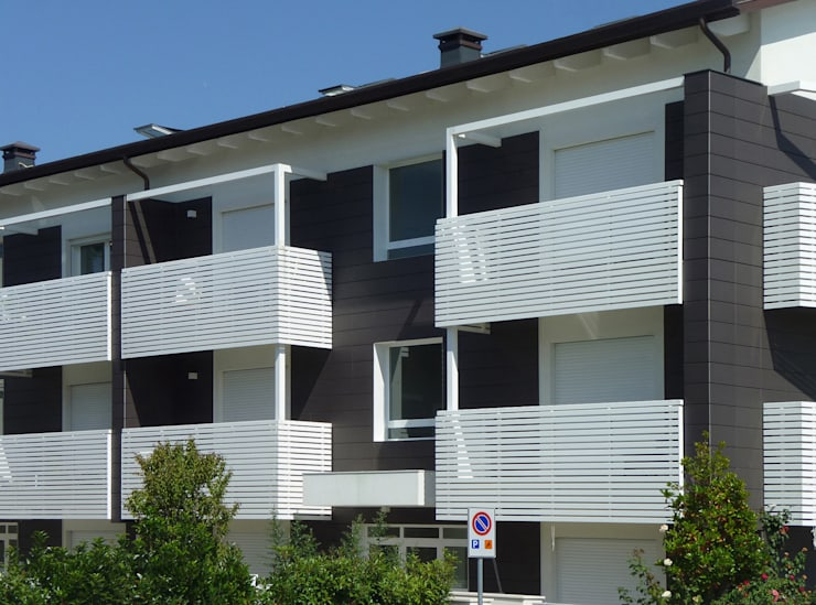 Immobiliare Valbruna: Case in stile  di Stefano Zaghini Architetto, Moderno