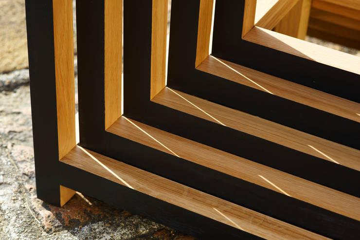 DIRI – tables gigognes: Salon de style  par Mathieu Le Guern