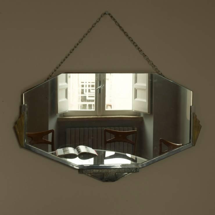 Collezione di specchi: Soggiorno in stile  di Quid divinum design