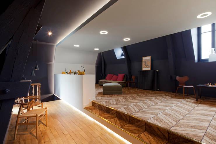 Quel comble !: Salon de style  par Studio By Night