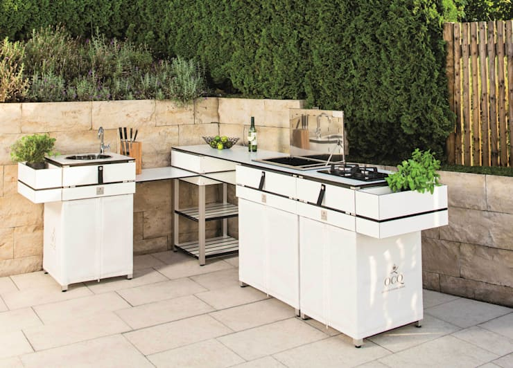 Balcones, porches y terrazas de estilo  por OCQ - Outdoor Cooking Queen