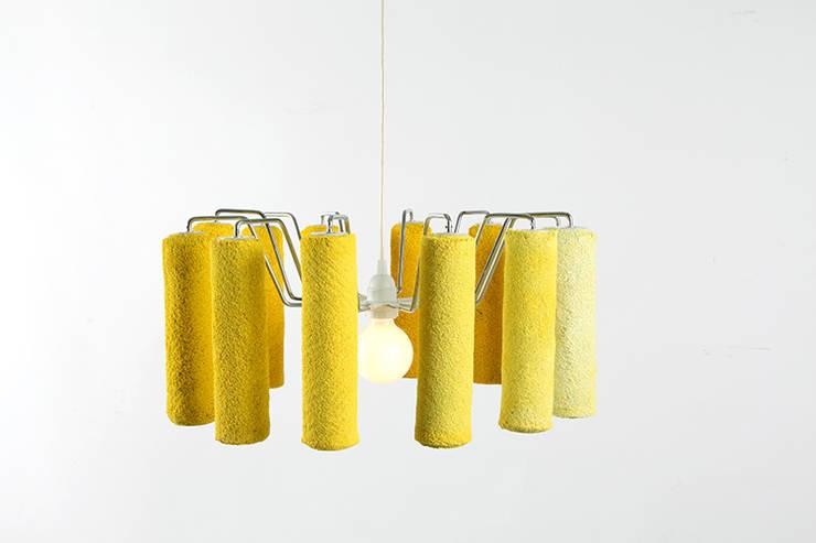 Roller Lamp: Estudio de estilo  por Natural Urbano