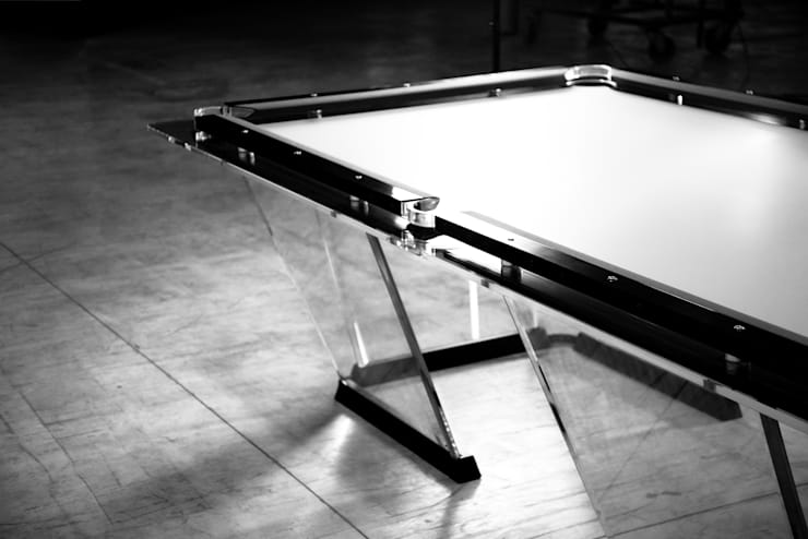 Lo Scuro Pool Table:  Multimedia room by Quantum Play