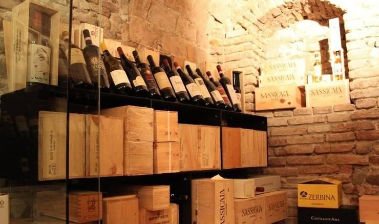 Esigo 2 Box, il porta vino Esigo per scatole e bottiglie di vino!: Negozi & Locali Commerciali in stile  di Esigo SRL,