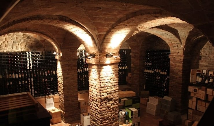 Arredamento punto vendita vini con portabottiglie in acciaio Esigo 2 Net: Negozi & Locali Commerciali in stile  di Esigo SRL,
