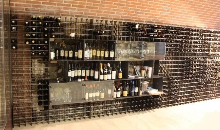 Portabottiglie Esigo per punti vendita vino: Negozi & Locali Commerciali in stile  di Esigo SRL,