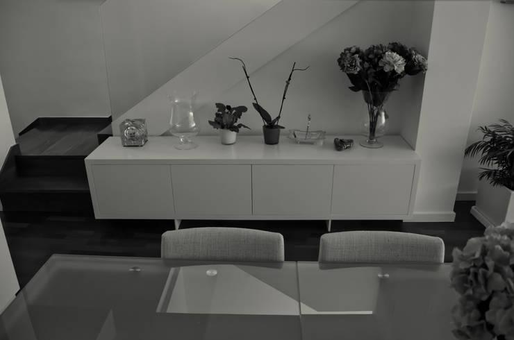 proyecto complementario de iluminación y muebles:  de estilo  de Acero Puro