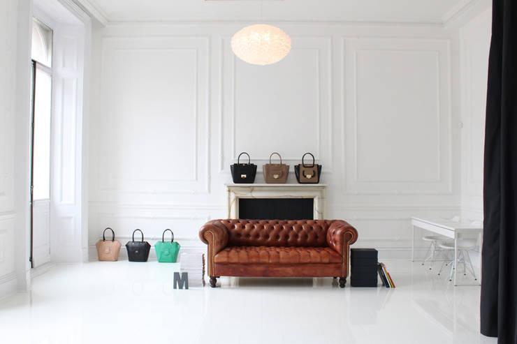 STUDIO-STORE MILLI MILLU: Oficinas y Tiendas de estilo  de BONBA studio
