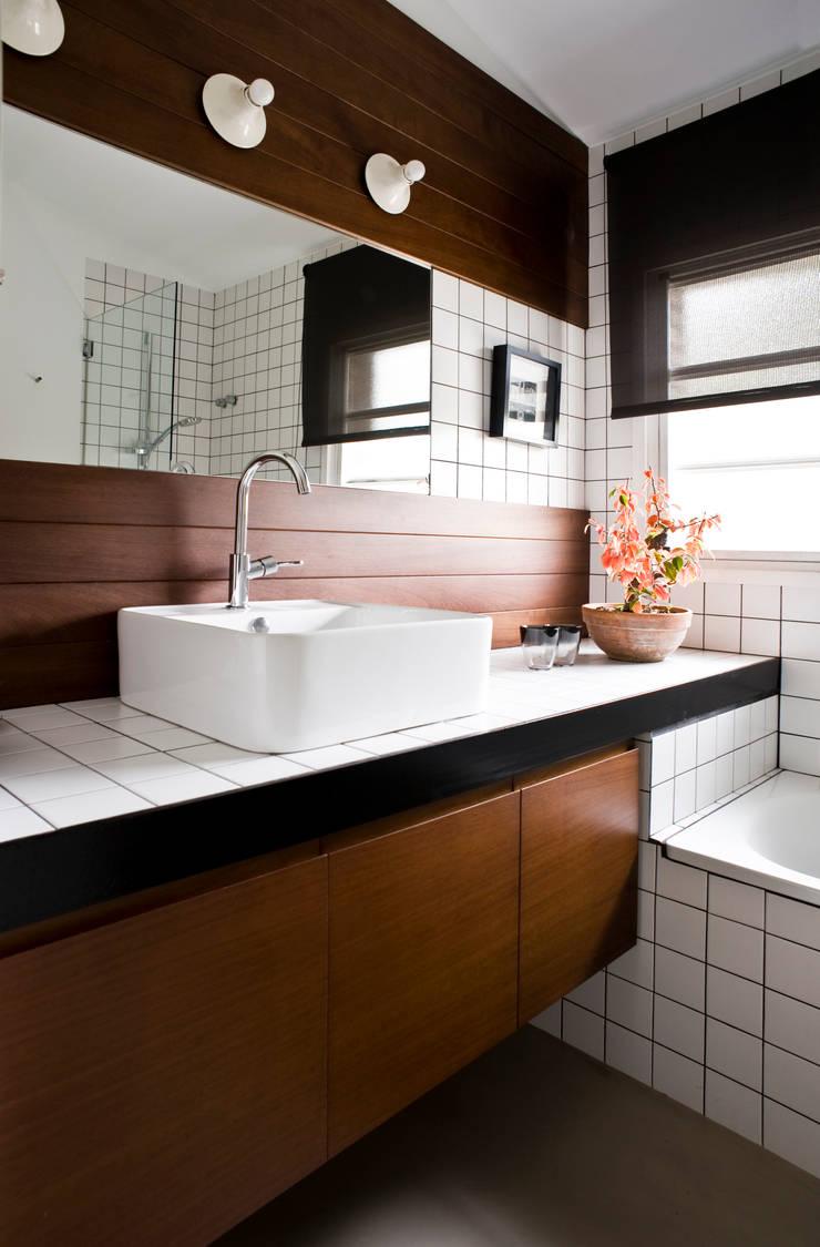A74. CASA. : Baños de estilo  de BONBA studio