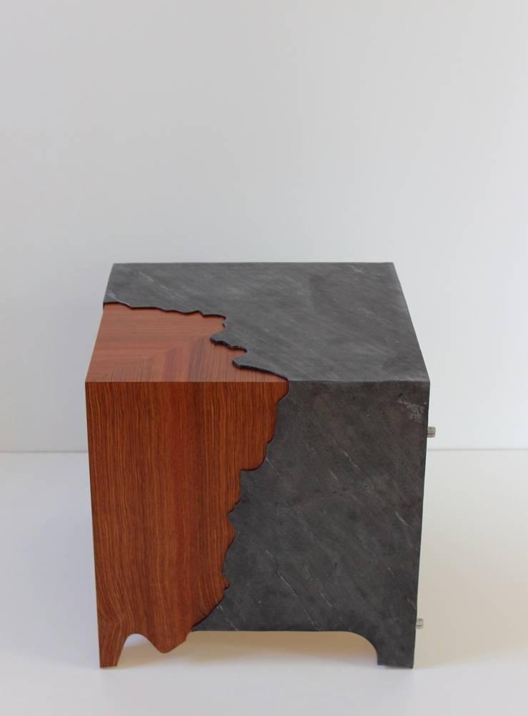 bout de canapé <q>Fracture</q>: Maison de style  par Daan Koers Ebéniste