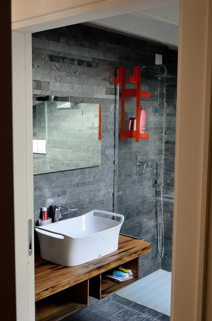 Sangervasio Loft: Bagno in stile  di Massimo Adiansi Architetto