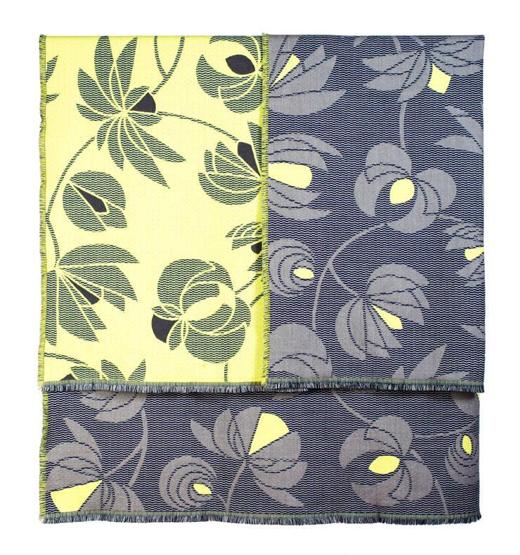 Volubilis grey & lemon Plaid: Maison de style  par NoMoreTwist