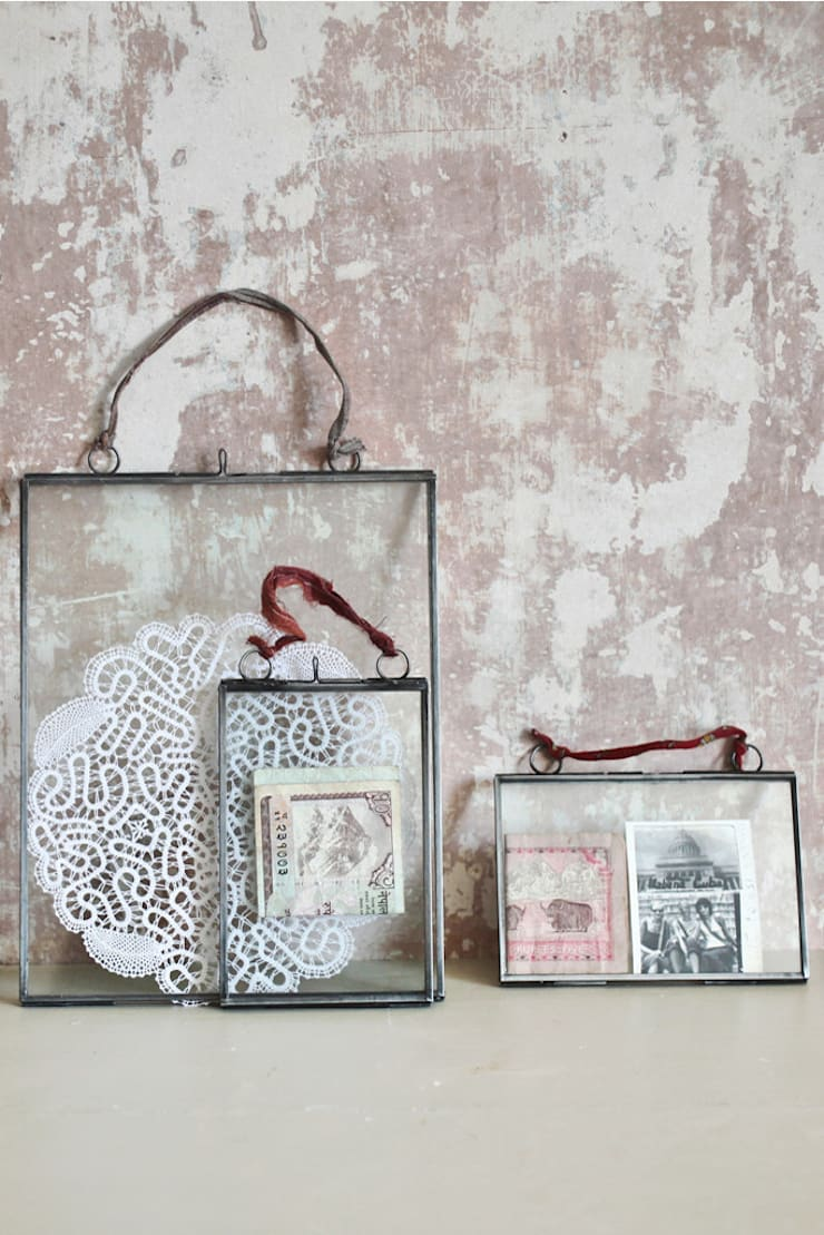 Double sided hanging picture frames:  Artwork by http://www.decoratorsnotebook.co.uk/