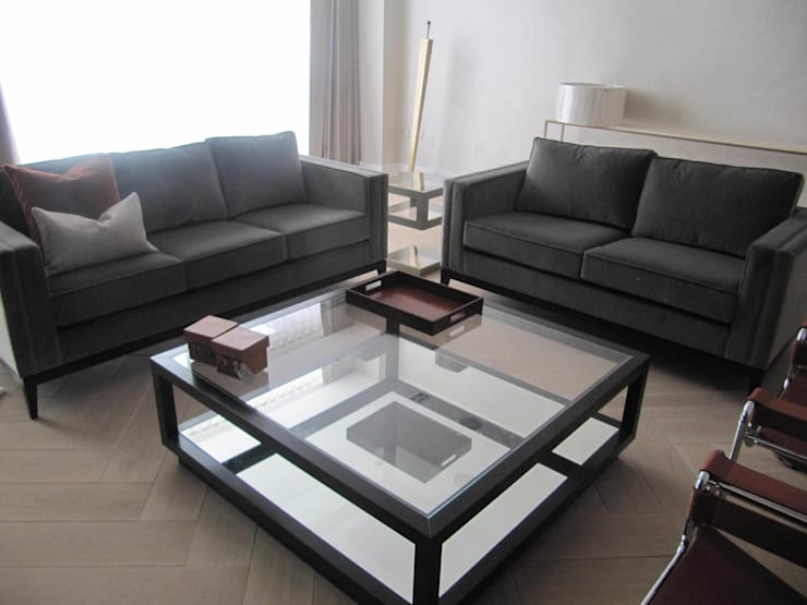Chelsea apartment:  Living room by Novita Furniture Collection